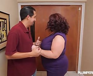 Busty BBW MILF Lady Lynn Fucks Landlord to Save House